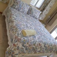 Private Master bedroom Queen bed - Sleeps 2