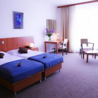Academic Hotel & Congress Centre, hotel a Roztoky