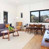 Stylish Apartment With Garage Near Bondi Beach