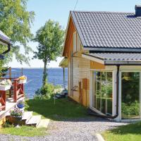 Amazing apartment in Holmsund w/ Sauna, Outdoor swimming pool and 2 Bedrooms