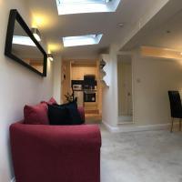 One Bedroom Ground Floor Apartment Near Hampton Court