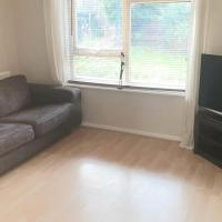 2 bed house sleeps 6 short taxi to Leeds city centre