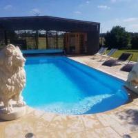 Jolie maison avec piscine privée au calme