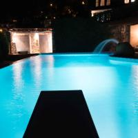 Tranquil Infinity Pool Getaway (private jacuzzi and steam bath, pool, garden, sea and city views)