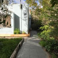 Charming 2 bedroom & garden North Tel Aviv house
