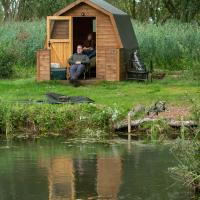 Rum Bridge Fisheries Carp Lake, Twin Bed Pod