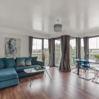 Bright & Spacious Modern 3 Bedroom Town Flat with Free Parking