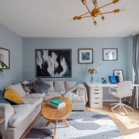 Chic and Modern 3BR flat for 6 by GuestReady