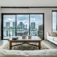 Luxury Waterfront 4BDR Townhouse with Amazing Views