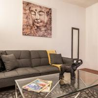 West Hollywood apartment minutes to Walk of Fame, parking available