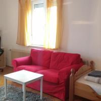 Großes Schlafzimmer für drei Personen in einer sonnigen Wohnung