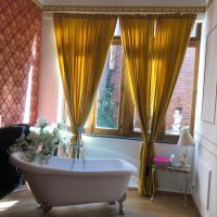 Love nest Versailles style