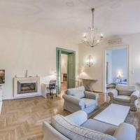 Vintage 2BDRM home at the Hungarian Champs-Elysee