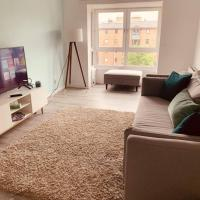Lovely Spacious 2 Bedroom Flat by the Meadows