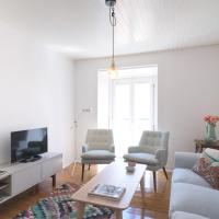 Spacious Alfama Apartment + Free Pickup, By TimeCooler