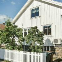 Two-Bedroom Holiday home in Skärhamn 1