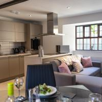 Stylish, Luxury Central Apartment. Private Entrance, Gated Parking, Courtyard Garden.