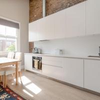 Stunning 2 Bedroom 2 Storey Flat in Amazing Location