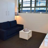 Cosy Newtown Studio Apartment with Swimming Pool