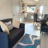 **New Built Cosy Central 1 BR House Private**