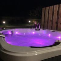 Luxury one bedroomed Cottage with Hot tub