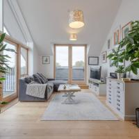 Charming 2 Bedroom Penthouse Apartment in Bethnal Green