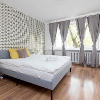 Metro Wilanowska 3-Bedroom Apartment