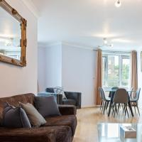 Lovely 3bed, 3bath apt in South Hampstead