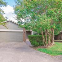 Beautiful House in an upscale neighborhood with POOL, Private Patio & BBQ