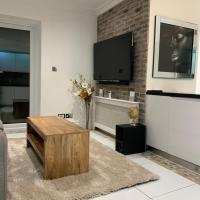 2 bed apt w/Patio in North London