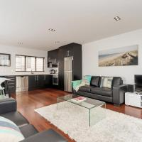 QV Modern 3 Level Sunny Townhouse (640)