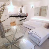 2 Bedroom Duplex Apartment by Little Venice Canal