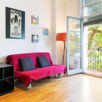 Modern & Lovely 2-Bedroom Apt, Sleeps 6 with Balcony