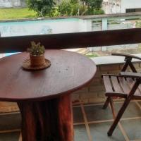 Casa com 5/4 sendo 02 suítes, com piscina, a uns metros do Mar Zona Sul
