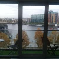 WaterFront Spectacular View - 2 Bedroom, 2 Bathroom - EXCEL LONDON