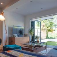Stylish 2 Bedroom Flat Overlooking The River