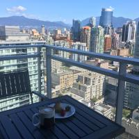 Yaletown Huge 1br+Den, Amazing Views of Water and Mountains, Central