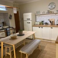 Cosy Country Cottage in City Centre
