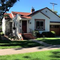 Charming remodeled golf course area home
