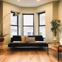 Luxurious Townhouse 1min walk from subway!!!