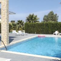 Tigkaki Villa Sleeps 8 with Pool Air Con and WiFi