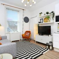 An Elegant and Artistic Apartment for 4