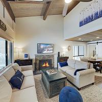 Stylish Forest Pines Beach & Ski Getaway townhouse