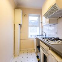 Modern, newly refurbished 1BDR in central Brighton