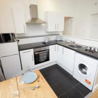 Lovely 2 Bedroom, first floor with Free Wifi and Free Parking Southampton Sleeps 6