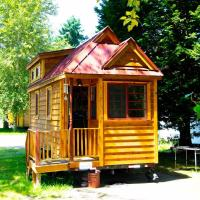 Tiny Home Cabin On The Puyallup River