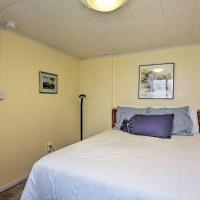 NEW! Avalon Cottage - Walk to Town Center!