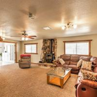 Serene Yucca Valley Home w/Fire Pit & Horse Stalls