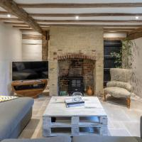 Near Barrington Court - 2 Bed Dove House Cottage in Barrington, Cambridge for 4 people