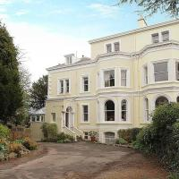 Clifton Spacious 3 Bed Apt & Parking-Simply Check In